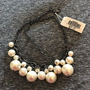 Jewelry - NWT chunky faux pearl necklace